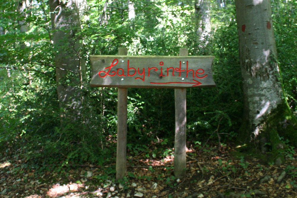 Entrée du labyrinthe du sentier des faine - la forêt enchantée