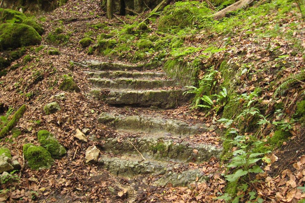 Escaliers menant au Moulin de la mort