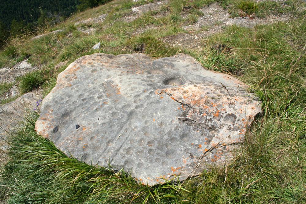Pierre à cupules, la pierre aux immolés