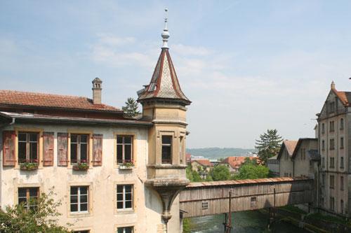Petit donjon surplombant le pont du Moulinet