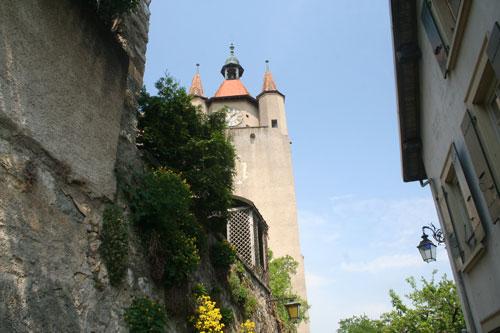 Vue de l'église depuis le chemin de ronde
